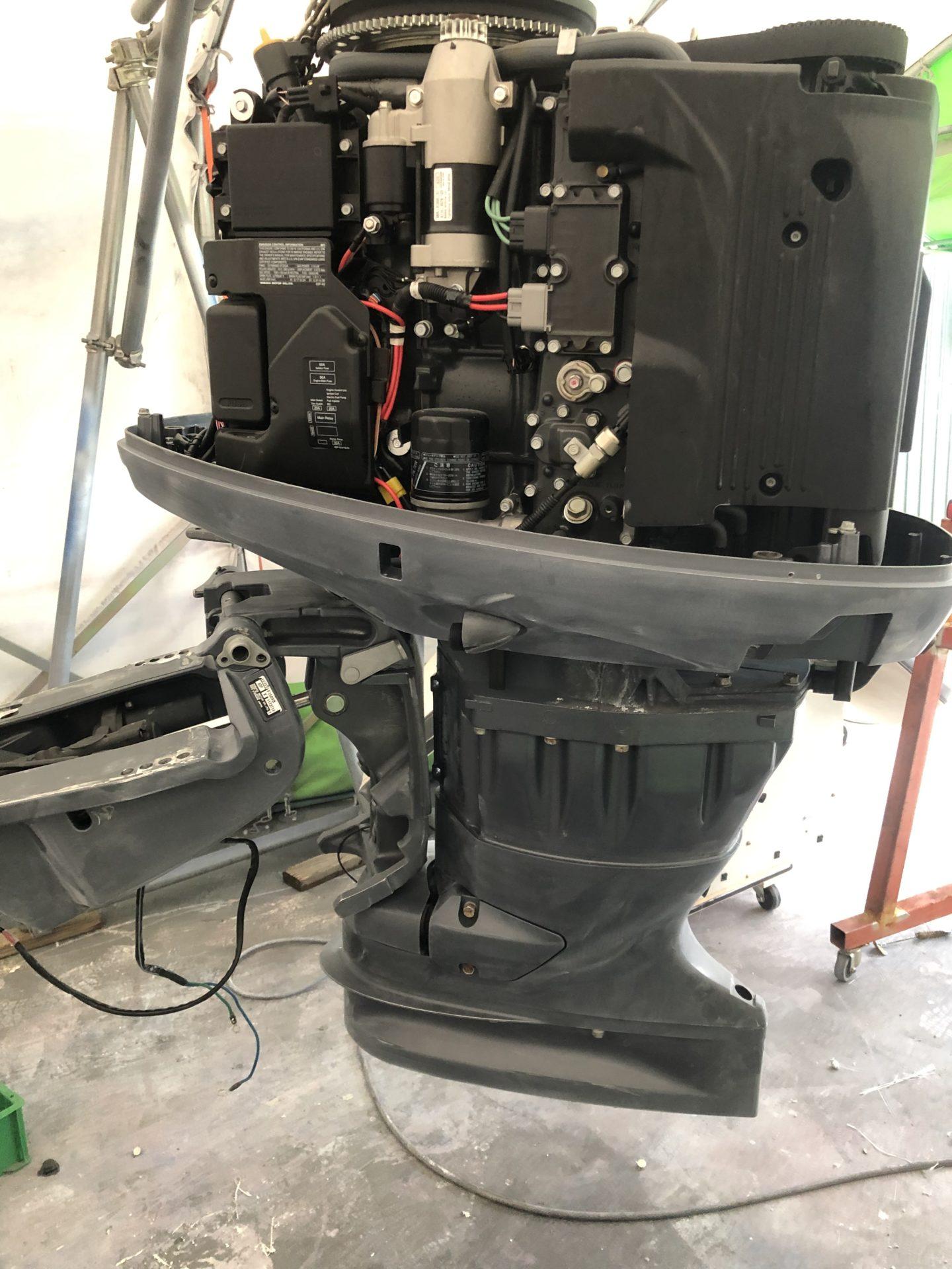 TIDEWATER252ccカスタム-8 船外機塗装
